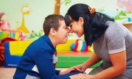 Komunikace s rodinou jako nezbytná součást příjmu dítěte a rodiny na sdílenou péči